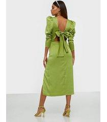 nly trend bow detail dress fodralklänningar