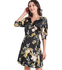 vestido floral tipo satín negro nicopoly