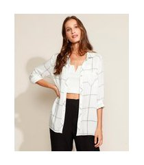 camisa feminina ampla estampada quadriculada com bolso manga longa off white
