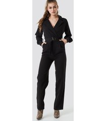 na-kd party belted waist collar jumpsuit - black