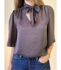 blusa gris caekilia kendall