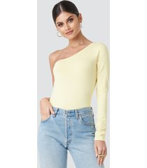 na-kd basic one shoulder body - yellow