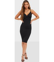 nly one wrap bust midi dress fodralklänningar