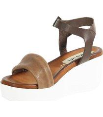 sandalia elastico con tachas tostado nara