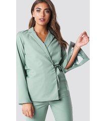 na-kd classic open sleeve overlap blazer - green