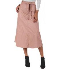 falda ecocuero rosa guinda