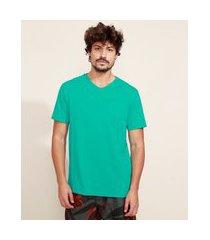 camiseta masculina básica com bolso manga curta gola v verde