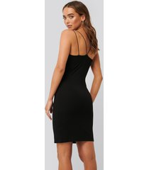 na-kd party cross back spaghetti strap dress - black