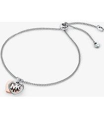 mk braccialetto con cursore in argento sterling con placcatura in metallo prezioso cuore e pavé - bicolore (argento) - michael kors