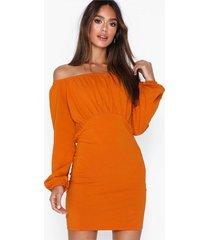 nly trend off shoulder puffy dress långärmade klänningar