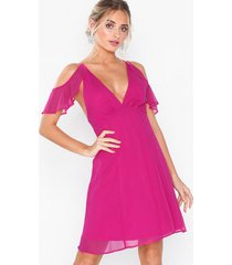 nly eve frill shoulder dress loose fit fuchsia