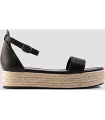 na-kd shoes raffia flat sole sandals - black