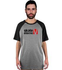 camiseta manga curta raglan skate eterno logo cinza/preto - kanui