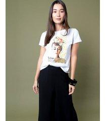 t-shirt estampa audrey p incolor