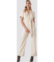 na-kd trend safari shirt jumpsuit - beige