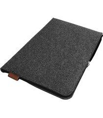 filcowe etui na laptop czarny zamek