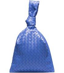 bottega veneta knotted intrecciato leather clutch - blue