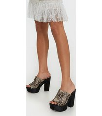 nly shoes pedestal mule high heel snake