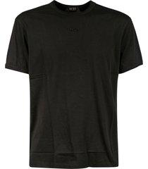 n.21 embossed chest logo t-shirt