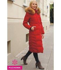 czerwona kurtka zimowa z jenotem