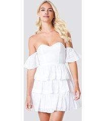 linn ahlborg x na-kd off shoulder triple layer dress - white