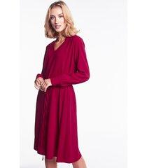 bordowa sukienka o luźnym fasonie