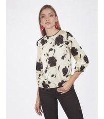 blusa adrissa estampado flores negras manga 3/4 con borlas en espalda