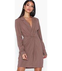 nly trend blazer twist dress långärmade klänningar