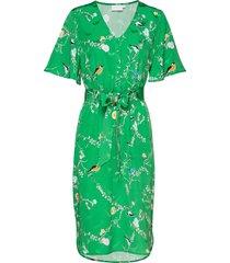 dress with short sleeves in birdpri knälång klänning grön coster copenhagen
