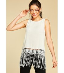 yoins camiseta sin mangas blanca con detalles de borlas adornadas con encaje de crochet