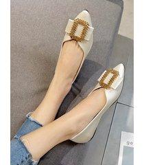 zapatos planos puntiagudos de moda