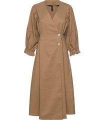 yasshanti 2/4 midi dress - icon knälång klänning brun yas