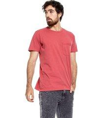 camiseta cuello redondo con bolsillo teñido old wash y marquilla en ruedo color blue