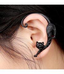1pz trendy sexy orecchini a chiodo a sinistro in lega a forma di gatto