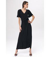 czarna sukienka maxi z rozkloszowanym rękawem