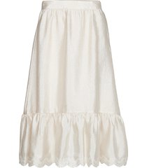 betty, 636 textured poly knälång kjol creme stine goya