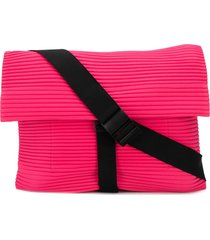 homme plissé issey miyake pleated messenger bag - pink