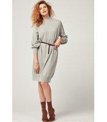 szara sukienka oversize z wełny i kaszmiru