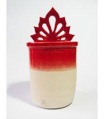 ceramiczny pojemnik z ażurowym uchwytem