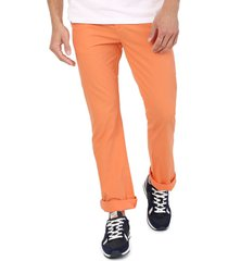 pantalón naranja colore