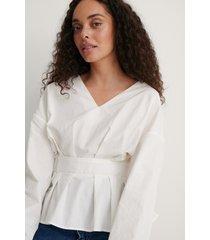 na-kd reborn ekologisk tröja med låg axel och bälte - white