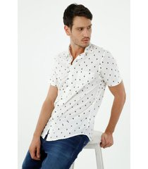 camisa de hombre, silueta confort con cuello francés, manga corta, con estampado de cactus