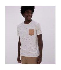 camiseta estampa micro ícones com bolso em suede | blue steel | branco | p