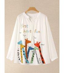 camicetta larga in cotone con scollo a v e maniche lunghe con stampa giraffa