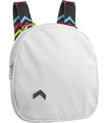 mochila blanca bohemia con tira estampa v regulable