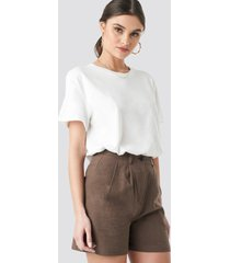 na-kd trend linen look oversized shorts - brown