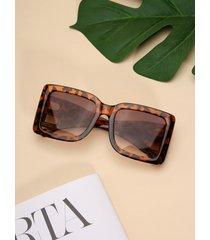 gafas de sol con montura cuadrada en forma de b huecas de leopardo