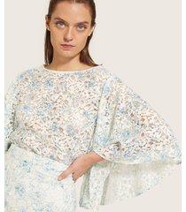 blusa manga 3/4 con vuelo  escote redondo en encaje-l