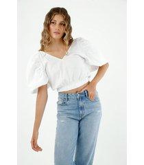 camisa de mujer, silueta crop cuello en v con mangas englobadas, color blanco