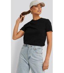na-kd basic bas-t-shirt - black